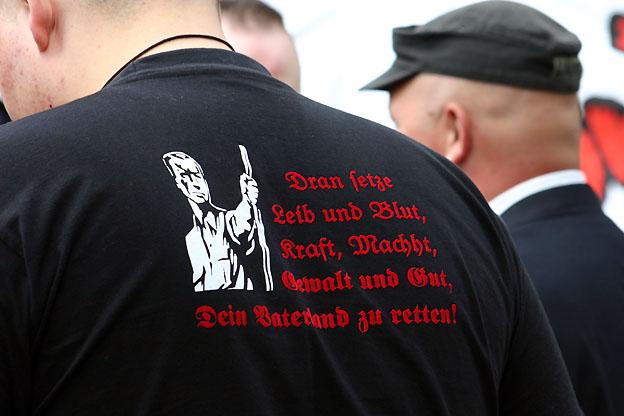 rechts/gegenrechts: neonazi-aufmarsch und gegenproteste in